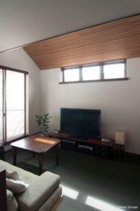 木の勾配天井