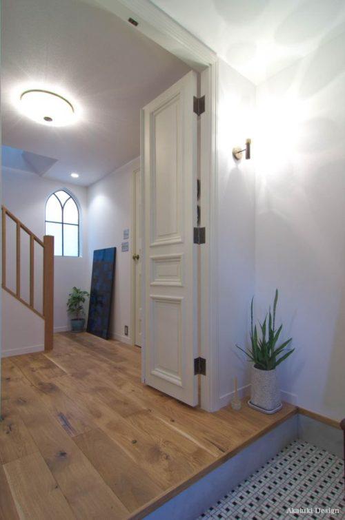 アンティーク扉とホール