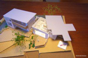 寄り添う二世帯住宅模型
