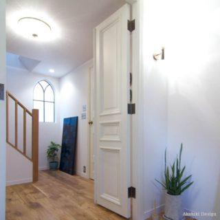 アンティークな木製扉
